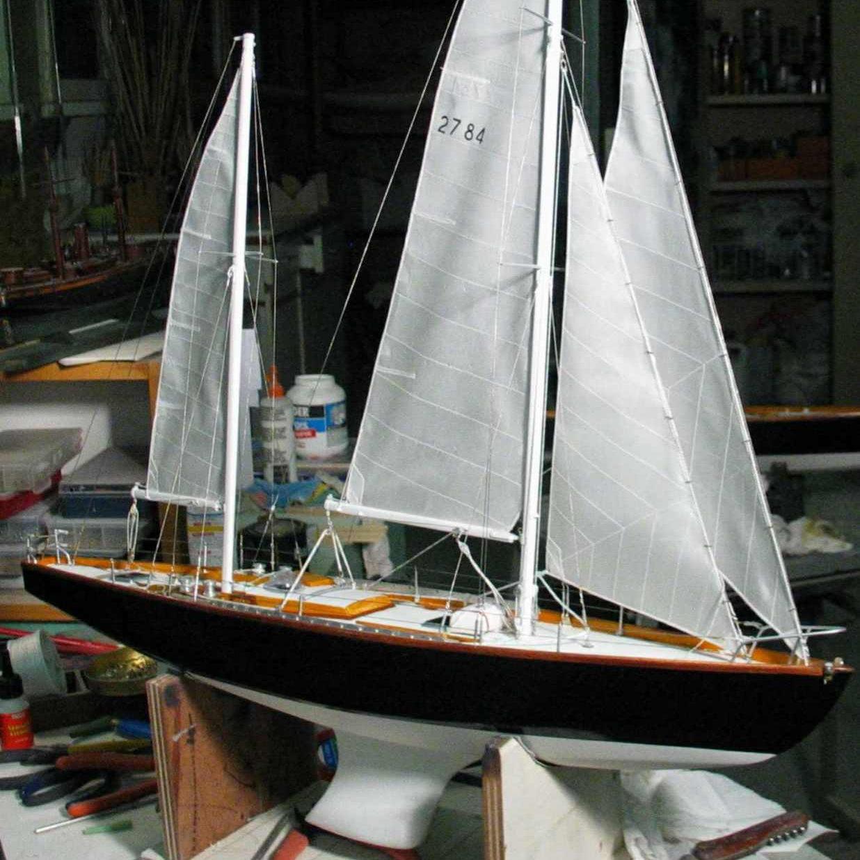 Maquette de Pen Duick II Bateau de course au large d'Éric Tabarly Voilier