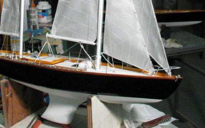 Maquette de Pen Duick II – Bateau de course au large d'Éric Tabarly – Voilier – Ketch – Plan Gilles Costantini