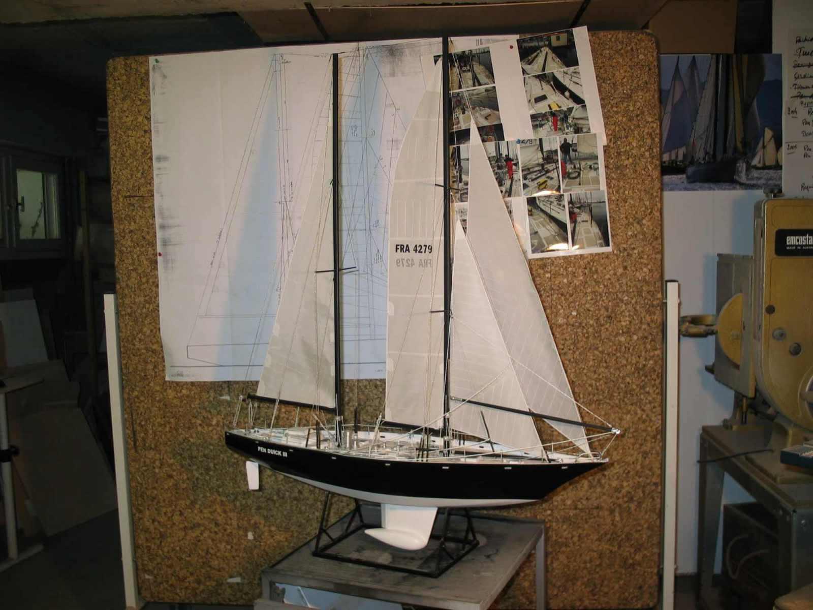 Maquette de Pen Duick III Bateau de course au large d'Éric Tabarly Voilier
