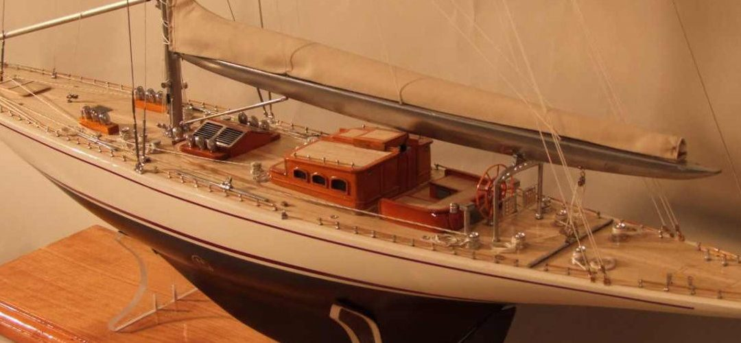 Maquette de Ranger – Bateau – Yacht classique – Voilier Coupe América classe J – Plan Starling Burgess et Olin Stephens