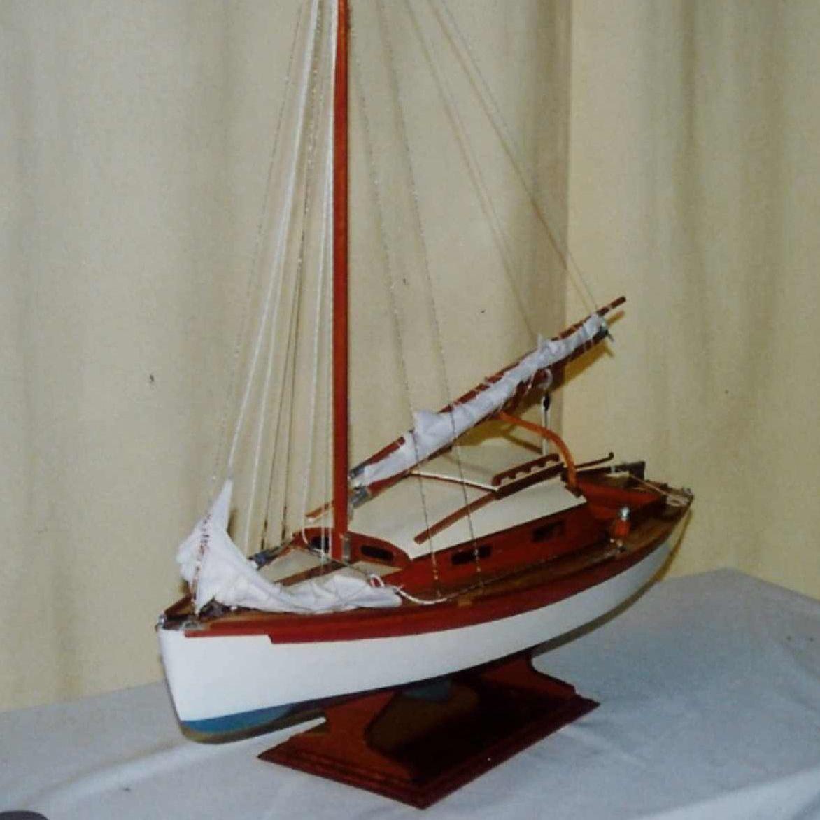 Maquette de Bélouga Bateau de plaisance Voilier croiseur côtier