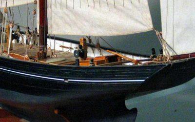 Maquette de Bisquine de Cancale – Bateau de pêche ancien à voile – Lougre de pêche à trois-mâts avec voiles au tiers
