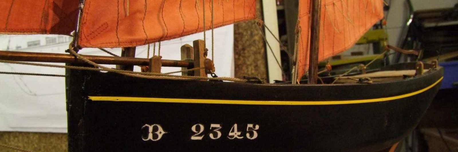 Maquette de bateau Canot sardinier de Douarnenez Bateau de pêche ancien à voile