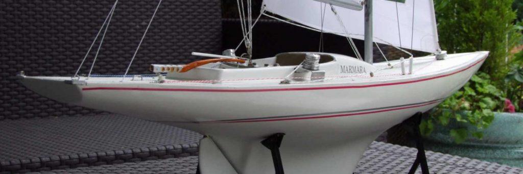 Maquette de voilier dragon bateau de plaisance et de régate