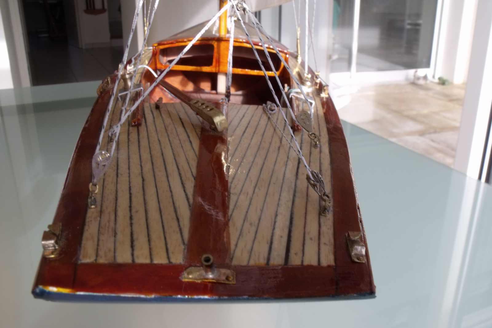 Maquette de Dragon Bateau de plaisance et de régate Voilier
