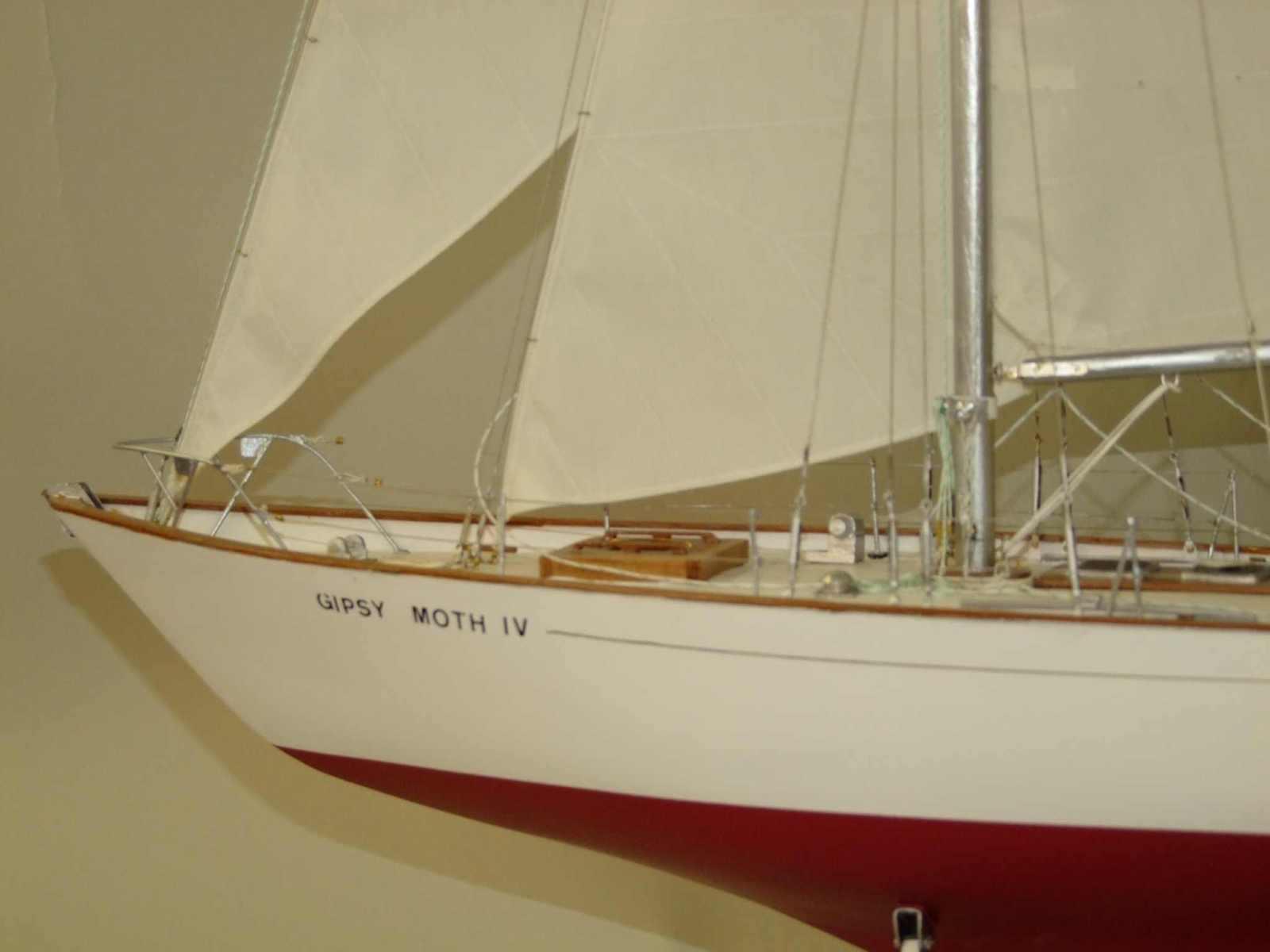 Maquette de Gipsy Moth IV Bateau de course au large de Francis Chichester Voilier