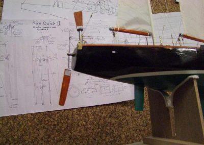 Maquette de Pen Duick II, bateau de course au large à bord duquel Éric Tabarly a remporté la Transat 1964, voilier ketch plan Gilles Costantini