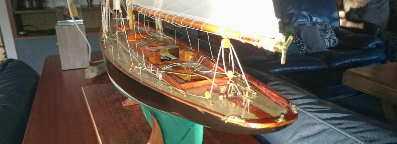 Maquette de Pen Duick - Bateau de Tabarly - Yacht classique - Voilier - Côtre aurique - Plan William Fife