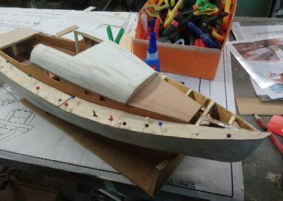 collage pont construction de maquette de Bélouga,bateau de plaisance,voilier croiseur côtier
