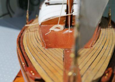 galerie détails, vue avant de maquette de Bélouga,bateau de plaisance,voilier croiseur côtier