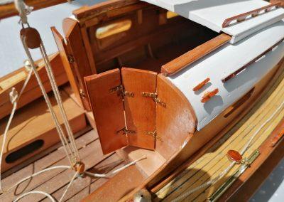 galerie détails, ferrures porte de maquette de Bélouga,bateau de plaisance,voilier croiseur côtier