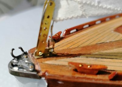 galerie détails, étrave de maquette de Bélouga,bateau de plaisance,voilier croiseur côtier