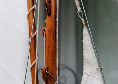 galerie détails, point de drisse du foc de maquette de Bélouga,bateau de plaisance,voilier croiseur côtier