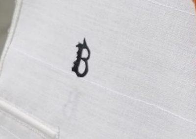galerie détail, logo dans grand voile de maquette de Bélouga,bateau de plaisance,voilier croiseur côtier