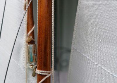 1xP, détail ferrure pic de maquette de Bélouga,bateau de plaisance,voilier croiseur côtier