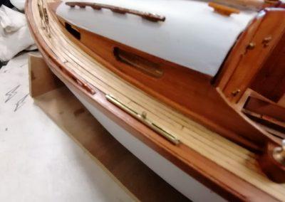 galerie construction, passavant bâbord de maquette de Bélouga,bateau de plaisance,voilier croiseur côtier