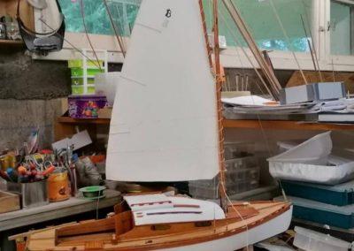 désordre de l'atelier galerie construction de maquette de Bélouga,bateau de plaisance,voilier croiseur côtier